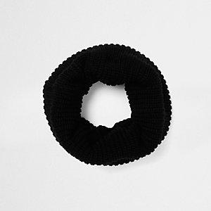 Zwarte geribbeld gebreide cirkelsjaal