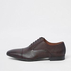 Bruine Oxford schoenen met reliëf en klassieke neus