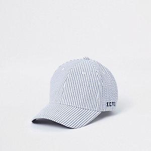 Blaue Baseballkappe mit Streifen