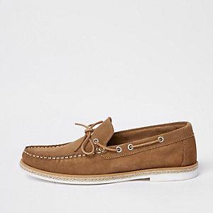 Chaussures bateau en daim marron