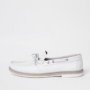 Chaussures bateau en cuir blanc