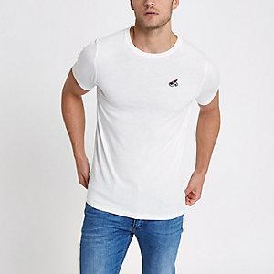 Only & Sons – Weißes, figurbetontes T-Shirt mit Stickerei