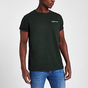 Donkergroen T-shirt met 'California'-print op de borst