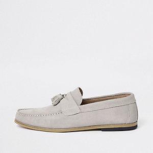 Eisgraue Wildleder-Loafer mit Quasten