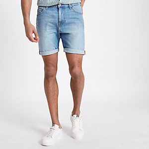 Lee – Short en denim bleu clair à revers