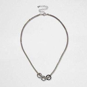 Collier argenté à maillons avec trois anneaux