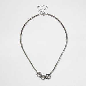 Zilverkleurige ketting met drie ringen