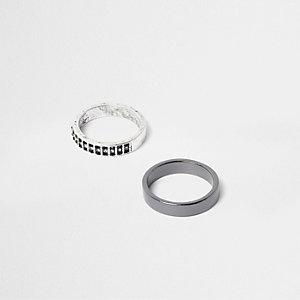 Set met verfraaide zilverkleurige ringen