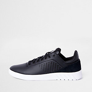 K-Swiss black lightweight runner sneakers