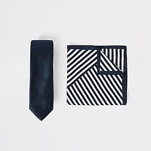 Ensemble cravate en satin bleu marine et mouchoir de poche rayé