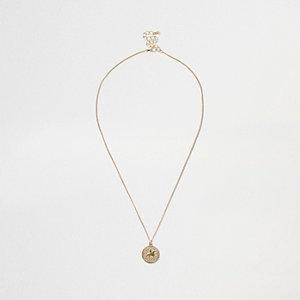 Goldene Halskette mit Münzen