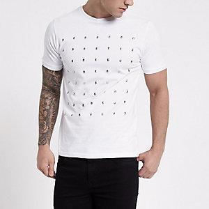 T-shirt slim blanc à têtes de mort cloutées