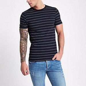 Marineblauw gestreept aansluitend T-shirt met ronde hals