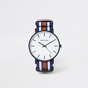 Horloge met ronde wijzerplaat en marineblauw gestreept bandje