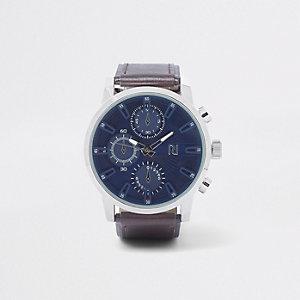 Braune Armbanduhr mit großem, rundem Zifferblatt