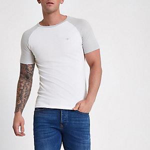 T-shirt ajusté blanc en maille piquée à manches raglan
