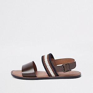 Bruine sandalen met twee bandjes