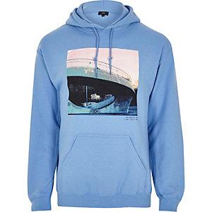 Hoodie bleu à imprimé photo urbaine