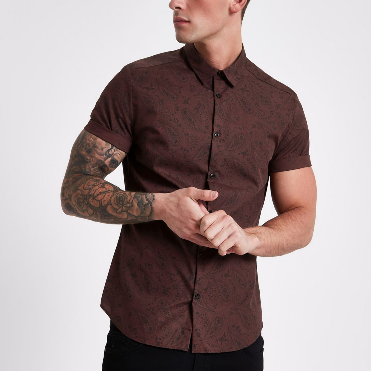 Burgundy paisley slim fit short sleeve shirt
