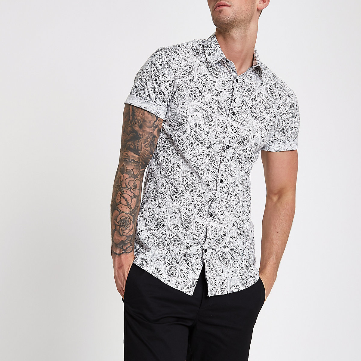 White muscle fit short sleeve paisley shirt
