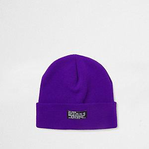 Bonnet en tricot violet