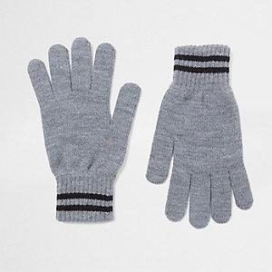 Grijze gebreide handschoenen met gestreepte boord