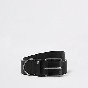 Schwarzer Gürtel mit Metallring