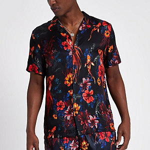 Zwart overhemd met bloemen- en vissenprint, korte mouwen en reverskraag