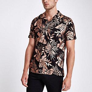 Zwart overhemd met korte mouwen, revers en bladprint