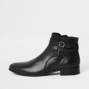 Schwarze Lederstiefel mit Schnalle