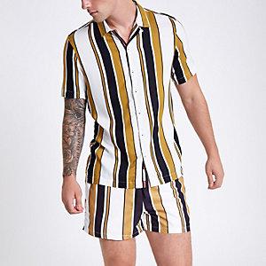 Geel gestreept overhemd met korte mouwen en reverskraag