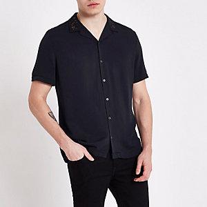Marineblauw overhemd met borduursel en reverskraagje