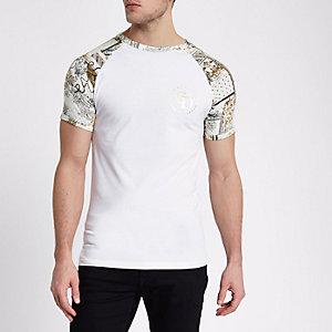 Wit aansluitend T-shirt met raglanmouwen en barokke print