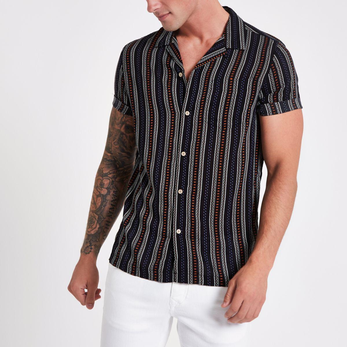 Chemise à rayures aztèques noire avec revers