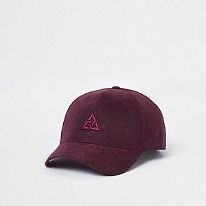 Concept – Casquette de baseball rouge avec logo