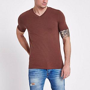 Braunes Muscle Fit T-Shirt mit V-Ausschnitt