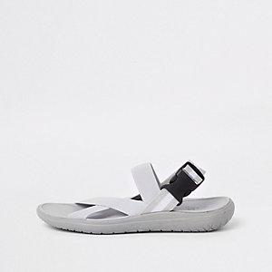 Sandales élastiques grises
