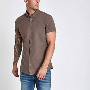 Braunes, besticktes Oxford-Hemd