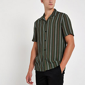 Grünes, gestreiftes Kurzarmhemd