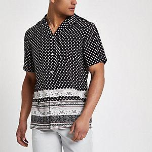 Zwart overhemd met tegelprint en korte mouwen