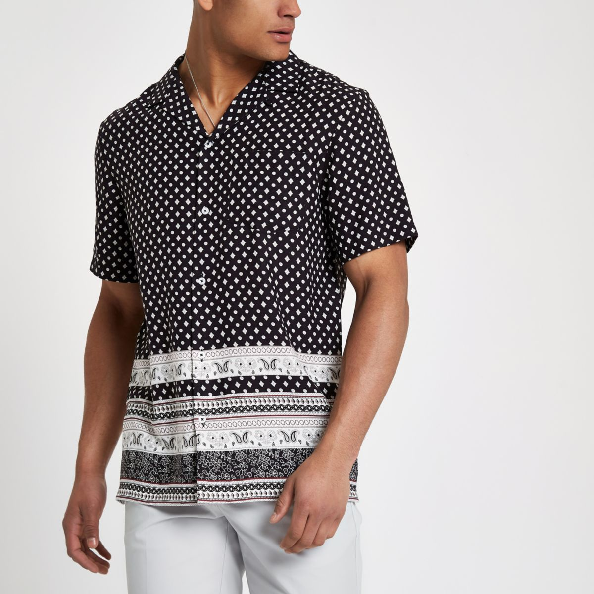 Black tile print short sleeve shirt