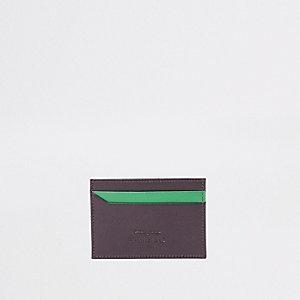 Bruin met groene creditcardhouder