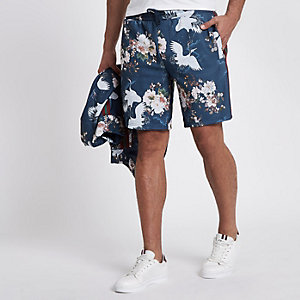 Blue crane print slim fit shorts