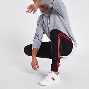 Ollie – Schwarze Jeans mit seitlichen Streifendetails