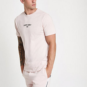 "Slim Fit T-Shirt ""Carpe Diem"" in Rosa"