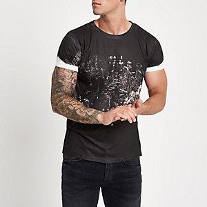 Zwart slim-fit T-shirt met ronde hals en bloemenprint