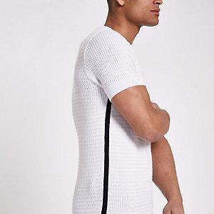 T-shirt blanc ajusté en maille torsadée à bordure
