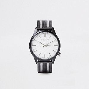 Zwart horloge met ronde wijzerplaat een gestreept mesh bandje