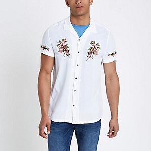 Wit geborduurd overhemd met korte mouwen en bloemenprint