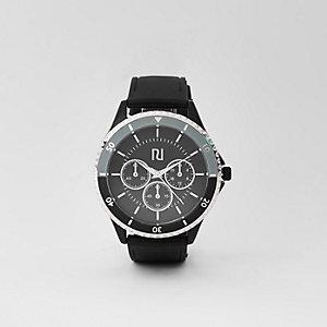Montre noire à couronne ronde avec bracelet en caoutchouc